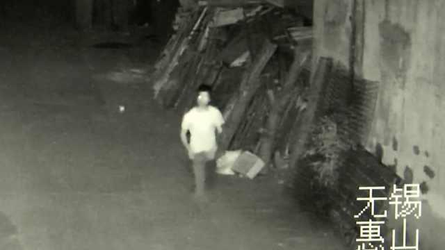 男子徒手挖墙洞,潜入商店内盗窃