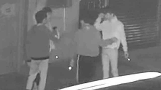 4人猜拳入车行窃,触发报警后逃跑