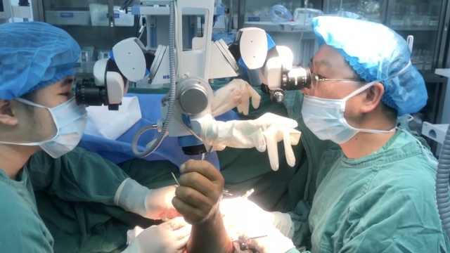 男子因车祸断臂,手术12小时接上了