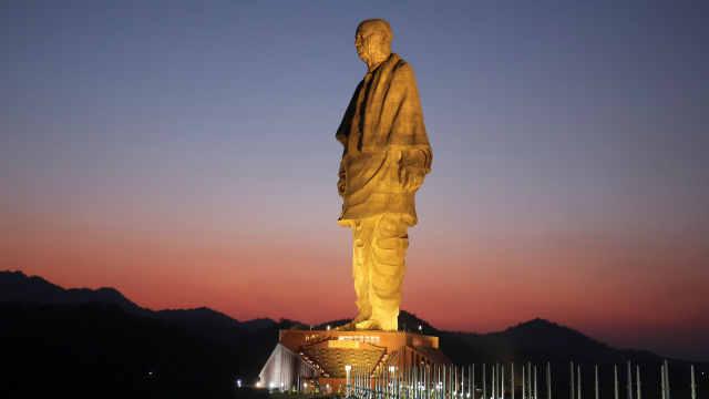 全球最高雕像揭幕,抗议者被逮捕