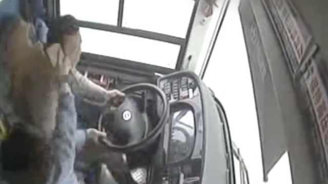 邻居谈坠江公交司机:平时笑眯眯的