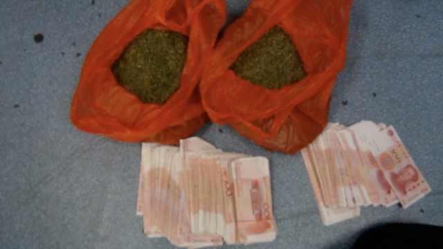 毒贩正交易新型毒品,警方冲出抓捕