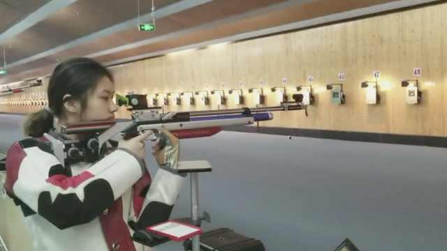 重庆美女全国射击赛夺冠:爱抄佛经