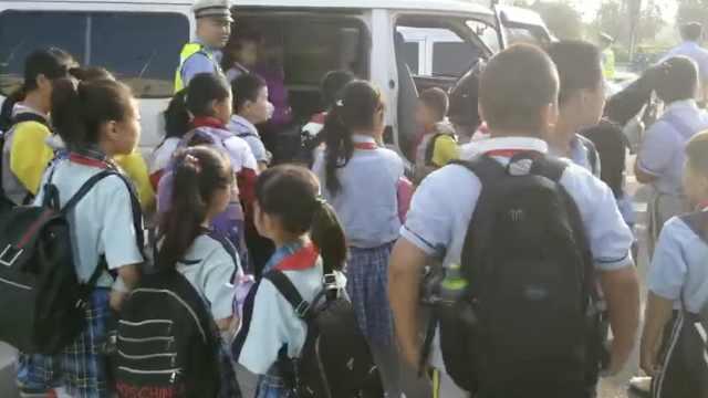 9座车塞26名学生,黑校车司机被判刑