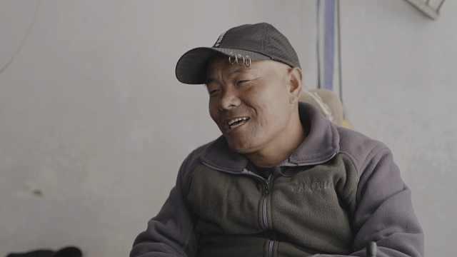 宁夏6岁女童直播照顾截瘫父亲