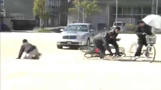太硬核!日本替身演员示范车祸瞬间