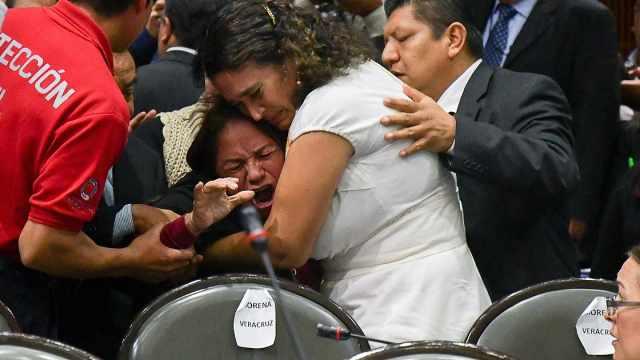 悲!女议员国会开会,得知女儿被杀