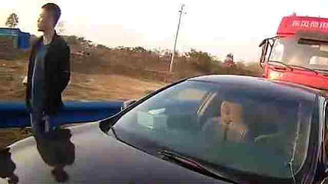 车主赶来处理事故 饮酒驾车被查