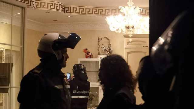 警方突袭黑手党豪宅:豪华似皇宫