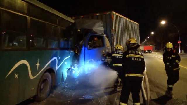 3车相撞天然气泄漏,消防:怕也得上