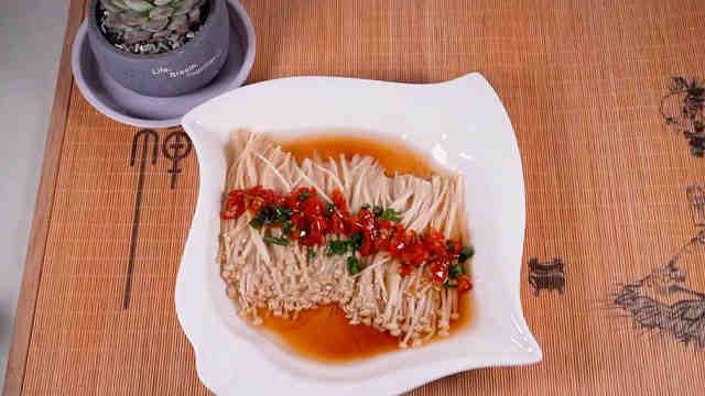 可以为餐桌增色不少的剁椒金针菇