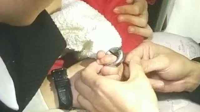孩子手指被卡住,消防蜀黍火速救援