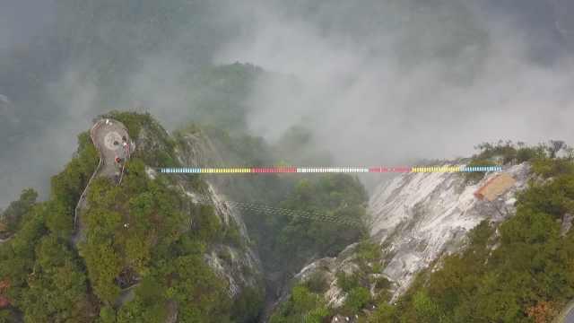 魔幻重庆放大招!600米高空拉索桥