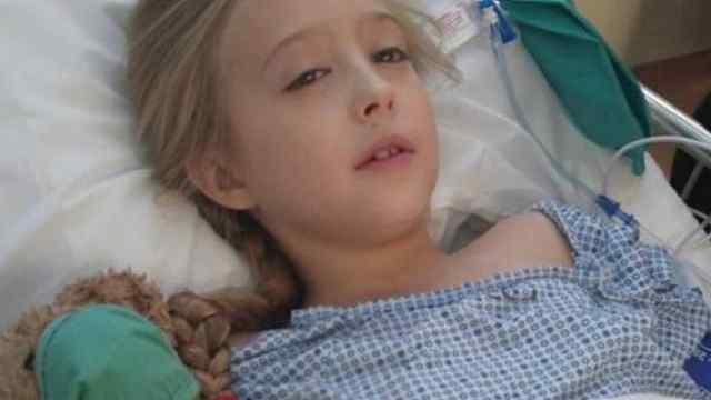 8岁患乳腺癌,女孩全切乳房获健康