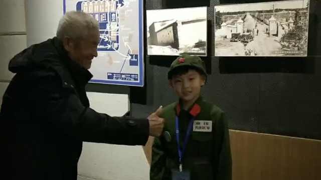 7岁男孩博物馆讲历史,大爷感动点赞