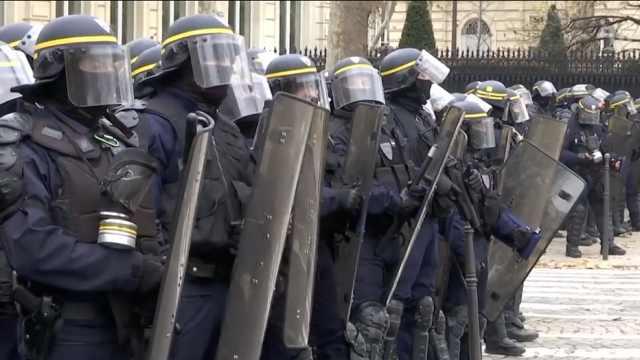 对付抗议太忙!法政府给警察发奖金