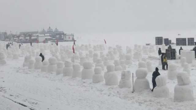 哈尔滨下雪啦!松花江现2019个雪人