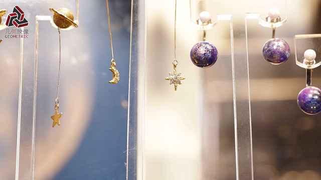 她创作的星球首饰,进驻香港天文馆