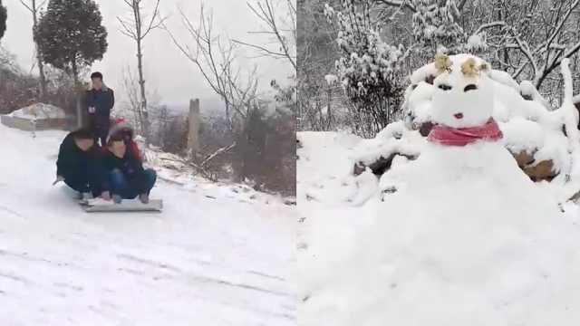 玩嗨!市民自制工具滑雪,情侣双人滑