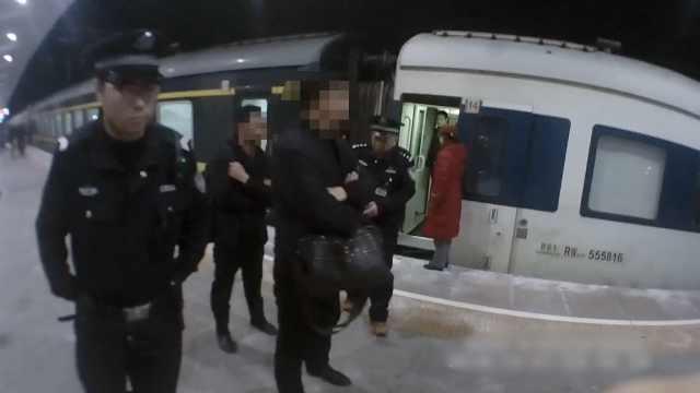 两男子醉闹列车并霸占通道,行拘5日