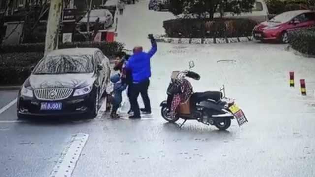 刑拘!老人不识路被外卖员殴打