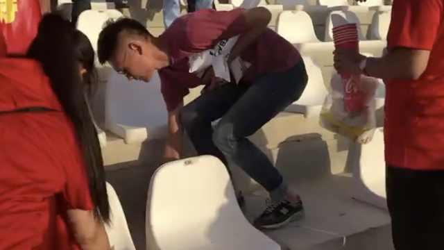 高素质!中国球迷赛后主动清理垃圾