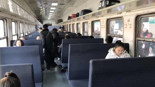 这趟绿皮火车票价最低1元,锅炉供暖