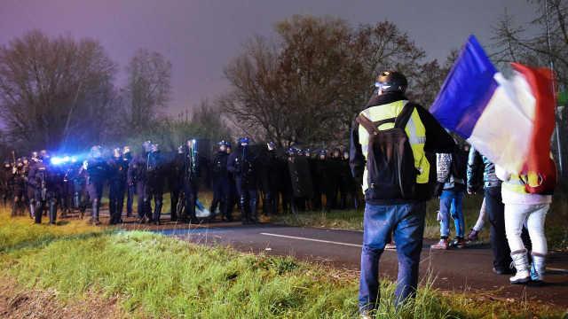 直播:冲突升级!法国黄马甲再掀抗议