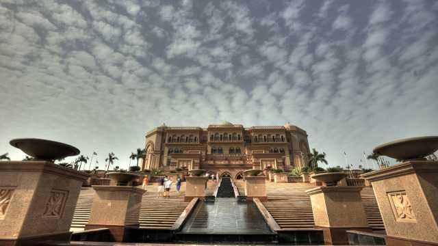 权健海外冬训,住全球唯一八星酒店