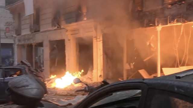 巴黎市中心爆炸,整条街玻璃都碎了
