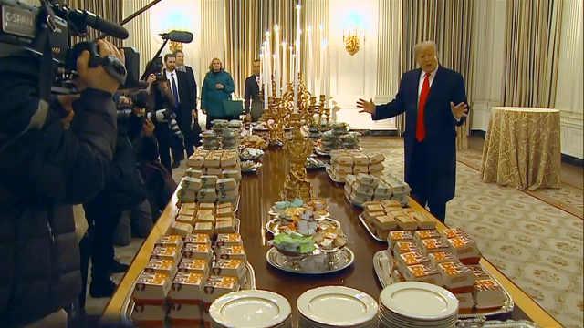 特朗普用汉堡薯条招待白宫访客