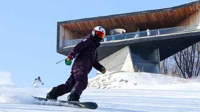 老司机王石又来滑雪了,今年没翻车