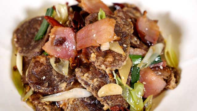 大厨教你做高粱粑炒腊肉,土家美食