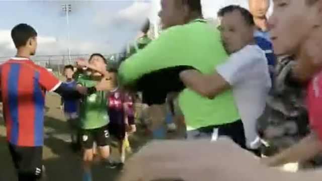 乱!U11足球赛,小球员及家长爆粗口