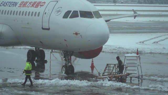 南京突降大雪,27个航班被迫取消