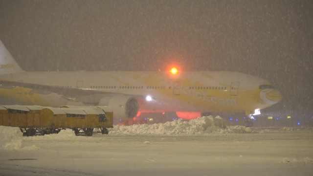南京机场遭暴雪袭击,跑道全部关闭