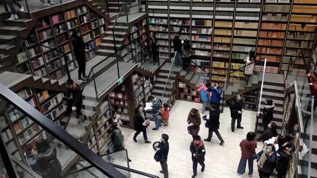 书店成网红打卡地,排队限流成景点