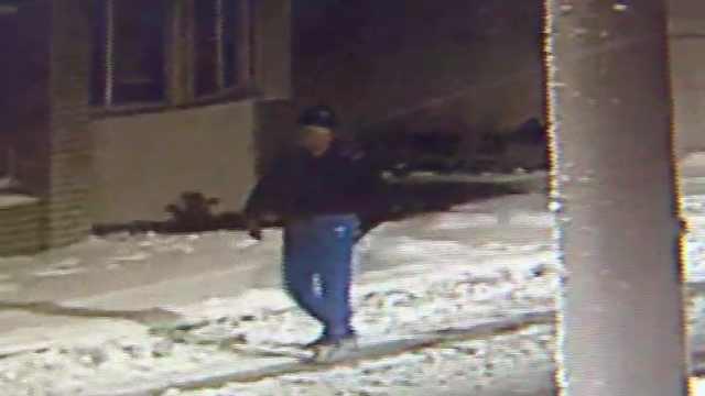 77岁老人穿内衣雪夜梦游,民警找回