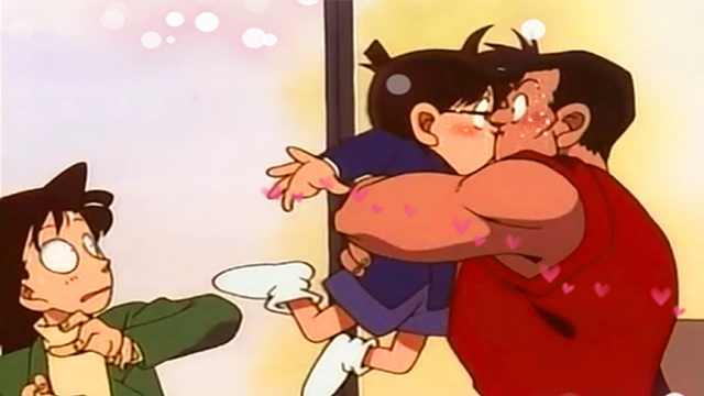 《名侦探柯南》:柯南与肌肉男之吻