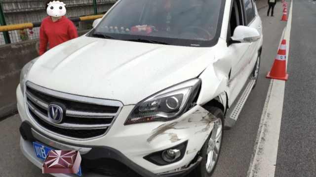女司机高速3撞护栏,20公里外才发现