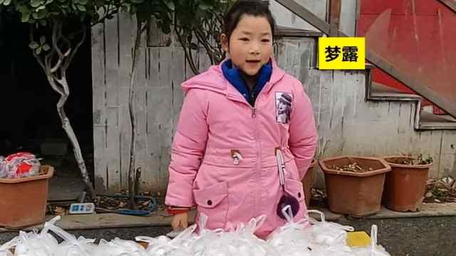 9岁女孩拿压岁钱买汤圆送环卫工