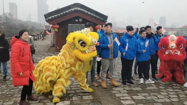正月十六守习俗,南京万人爬城头