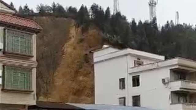 惊险!广东连日降雨,山体突然崩塌