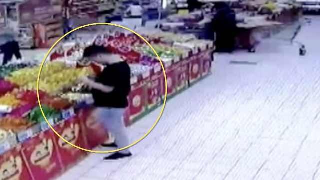 4男子超市专买过期产品,敲诈近5万