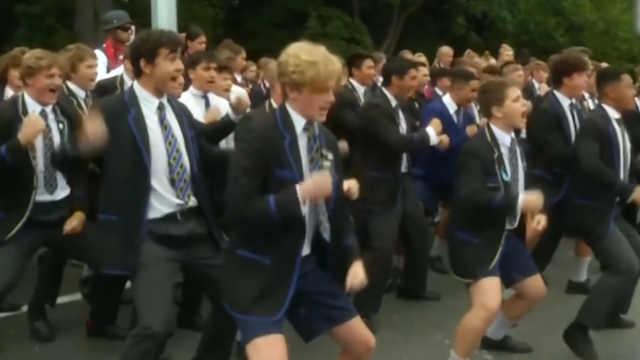 新西兰学生跳毛利战舞,哀悼遇难者