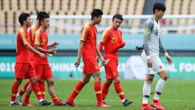 输球还恶犯,中国杯国足全负再垫底
