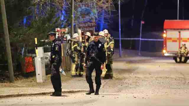 瑞典首都爆炸数人受伤,碎玻璃满地