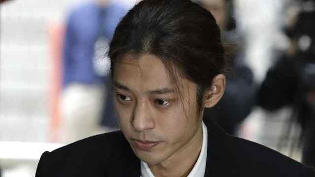 郑俊英非法群聊23个,7人涉嫌犯罪