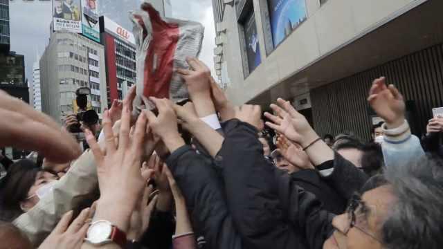 日本宣布新年号,当天报纸遭疯抢