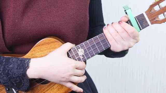 任素汐《胡广生》尤克里里弹唱教学